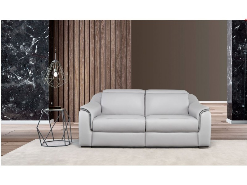 Canapé de relaxation dos au mur